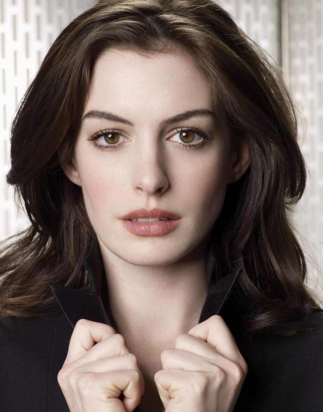 http://2.bp.blogspot.com/_UrdwnOFJcUA/TNX6eL0qFzI/AAAAAAAABks/YoiDs0qCTb4/s1600/Anne+Hathaway.jpg