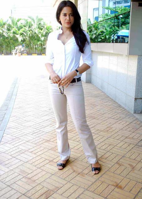 sameera reddy visits dreams home ngo in mumbai hot photoshoot
