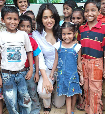 Sameera Reddy Visits Dreams Home NGO in Mumbai hot images