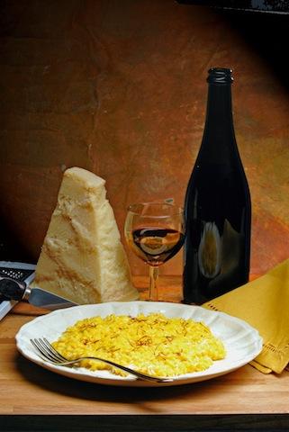 Risotto en veel andere Italiaanse gerechten moet je meteen opeten. Niet wachten tot anderen ook opgediend krijgen. Dat is een belediging voor de kok.