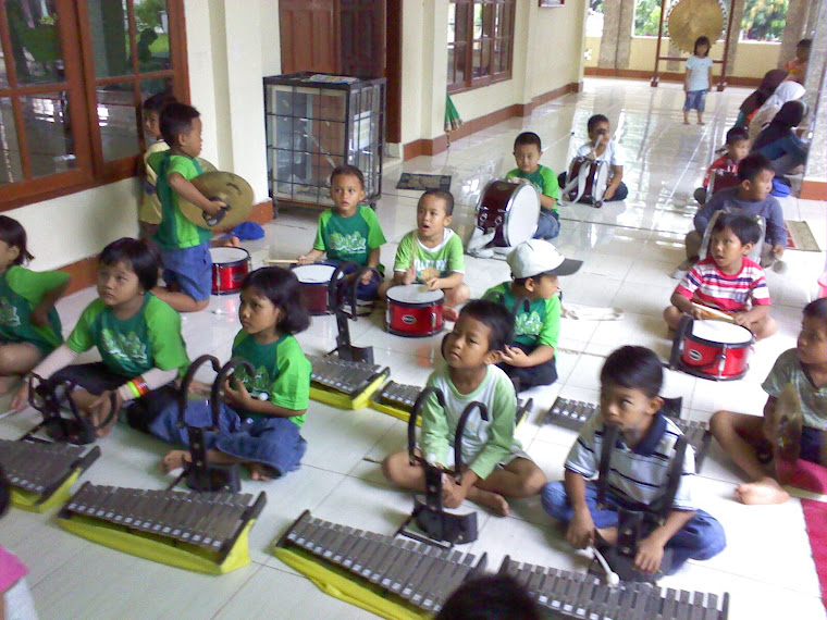 Lucunya anak usia TK main Drum Band