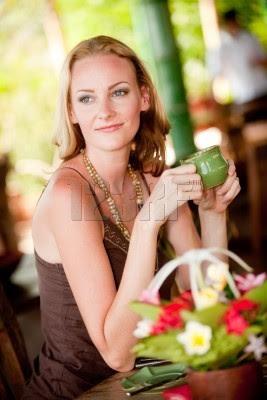 mujer tomando el té