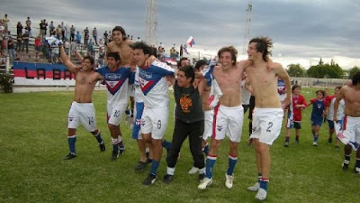 2009.11.22. Campeón 2009 - Festejos 2 (Diario Río Negro) (P)
