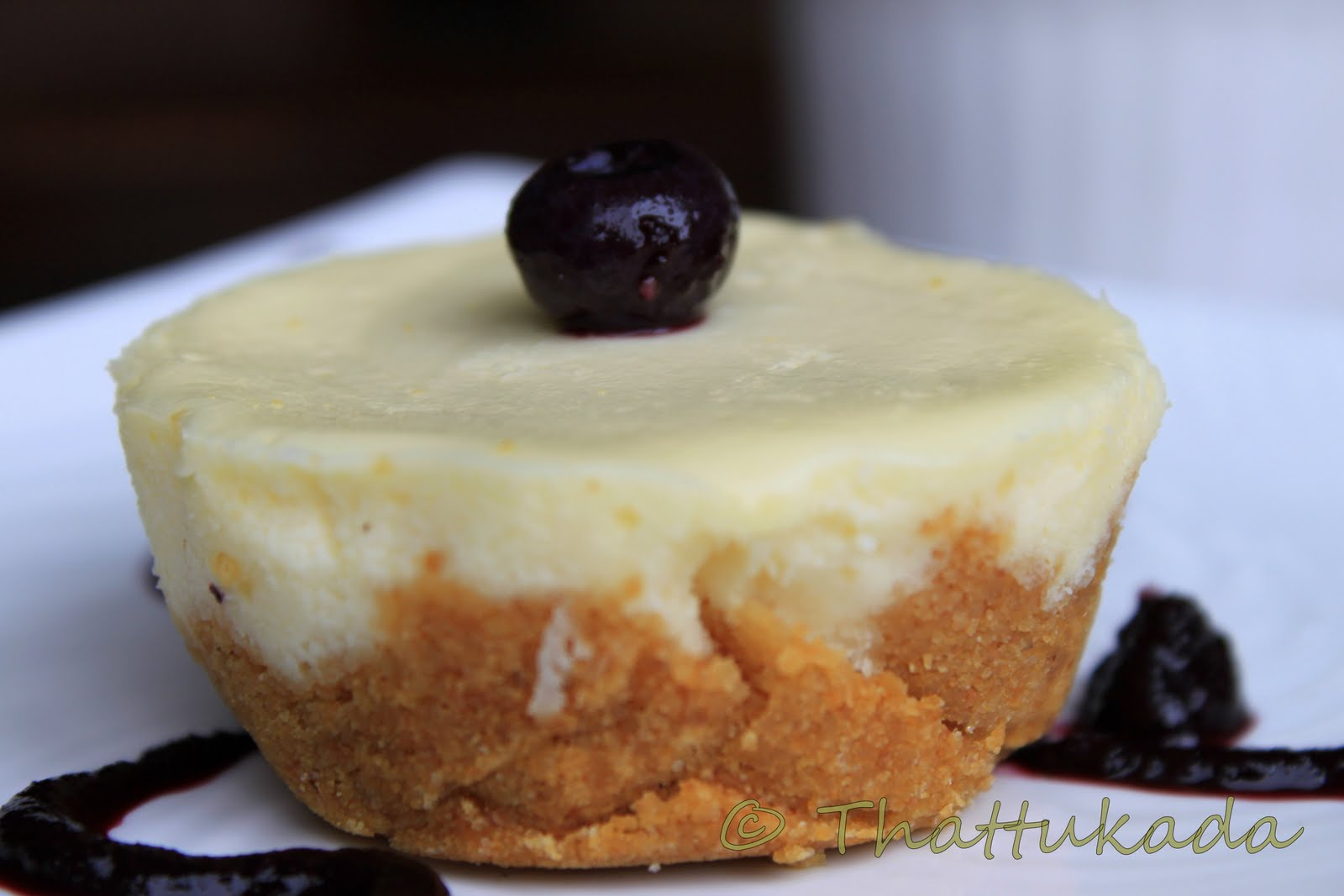 Mini Cheesecakes / Individual Cheesecake with Blueberry Sauce ...
