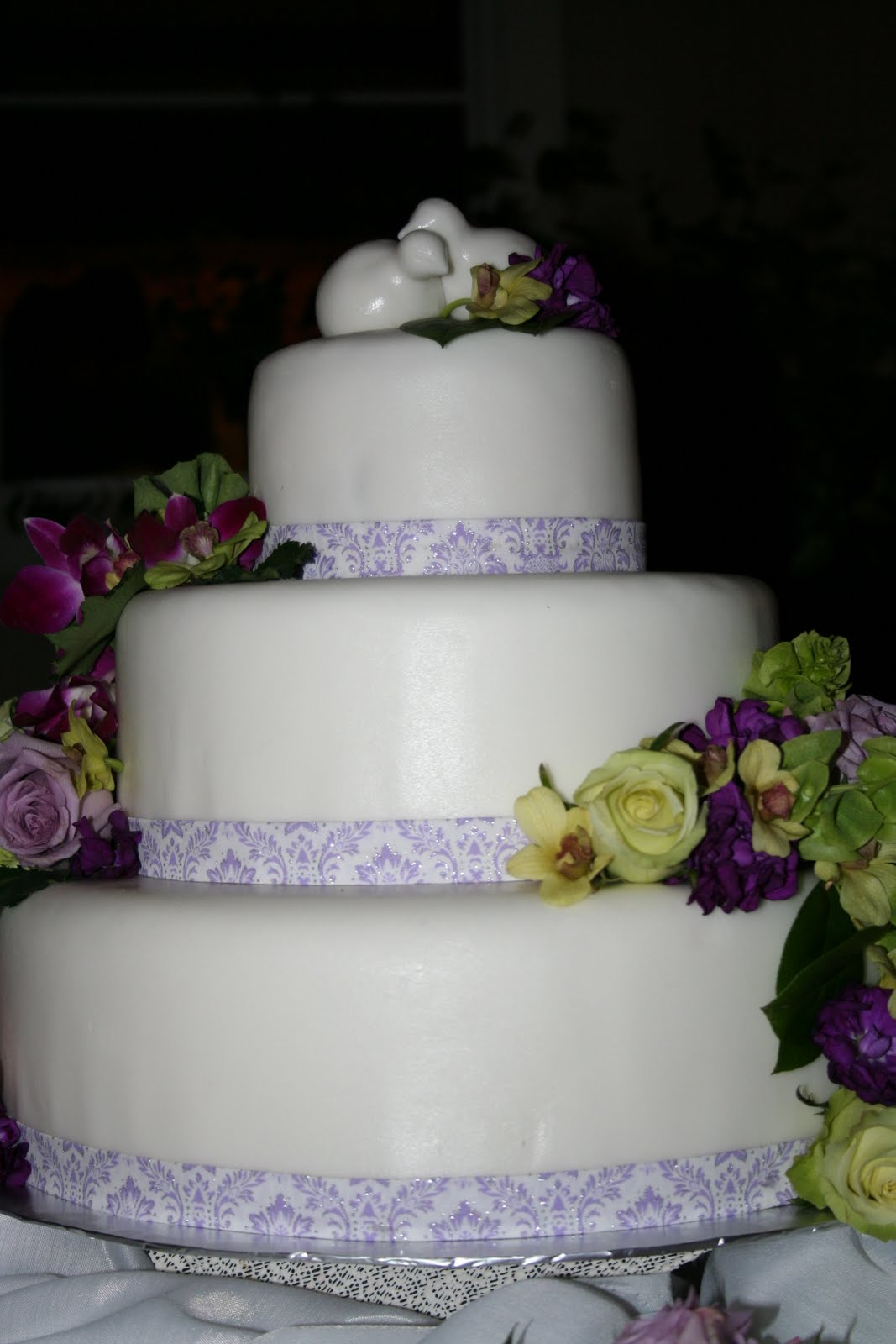 blue moon cakes fondant wedding cake. Black Bedroom Furniture Sets. Home Design Ideas