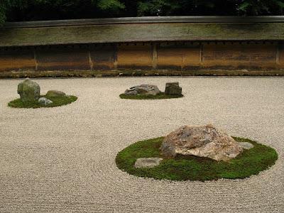 templul Ryoanji si faimoasa gradina Zen de piatra din Kyoto Japonia