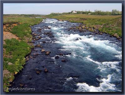 River_between_Geysir_and_Gullfoss