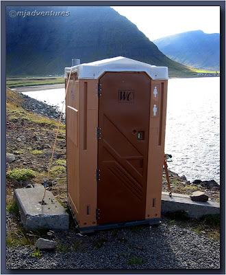 Tie_the_Toilet_down