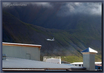 Taking_off_from_Ísafjörður_Airport