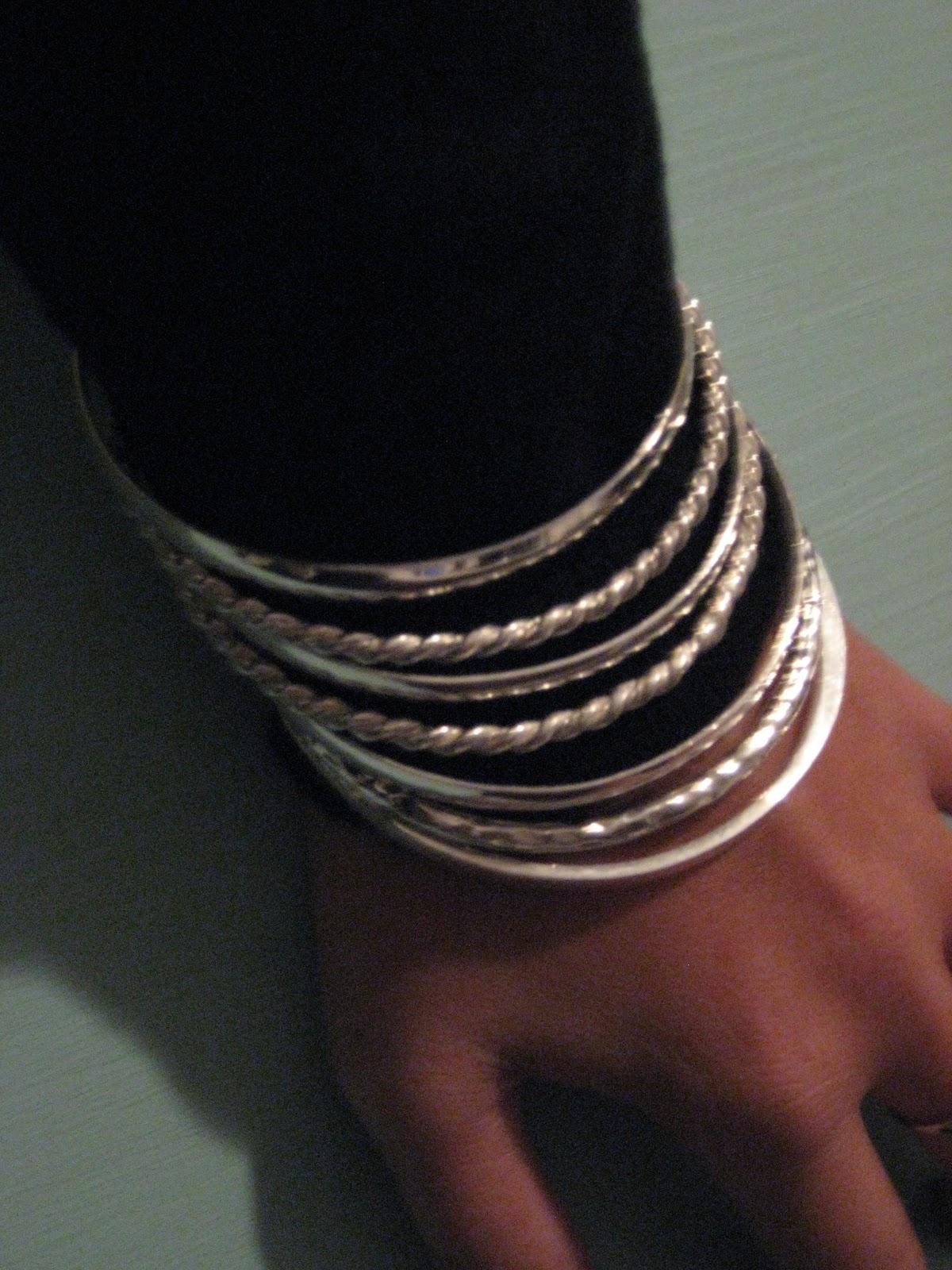 http://2.bp.blogspot.com/_V-Kb5CkvixM/TSPxAYHF9QI/AAAAAAAAAGU/1byAa6QF64o/s1600/bangles.jpg