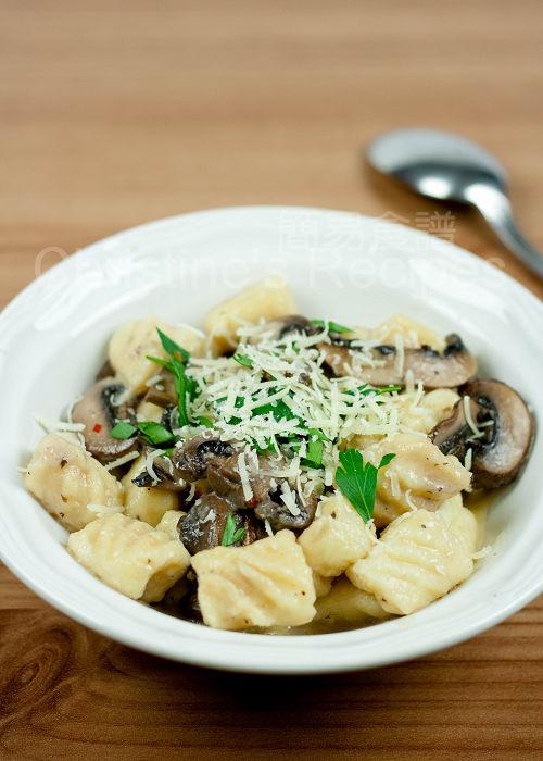 Gnocchi in Creamy Mushroom Sauce01