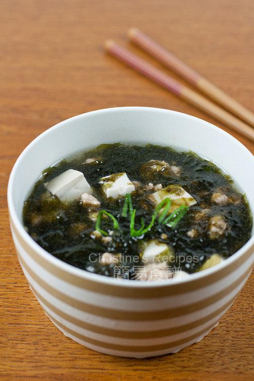 Seaweed Tofu Soup01
