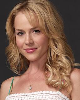 Julie Benz, a Rita de Dexter, deixou o elenco da atração norte-americana no ...