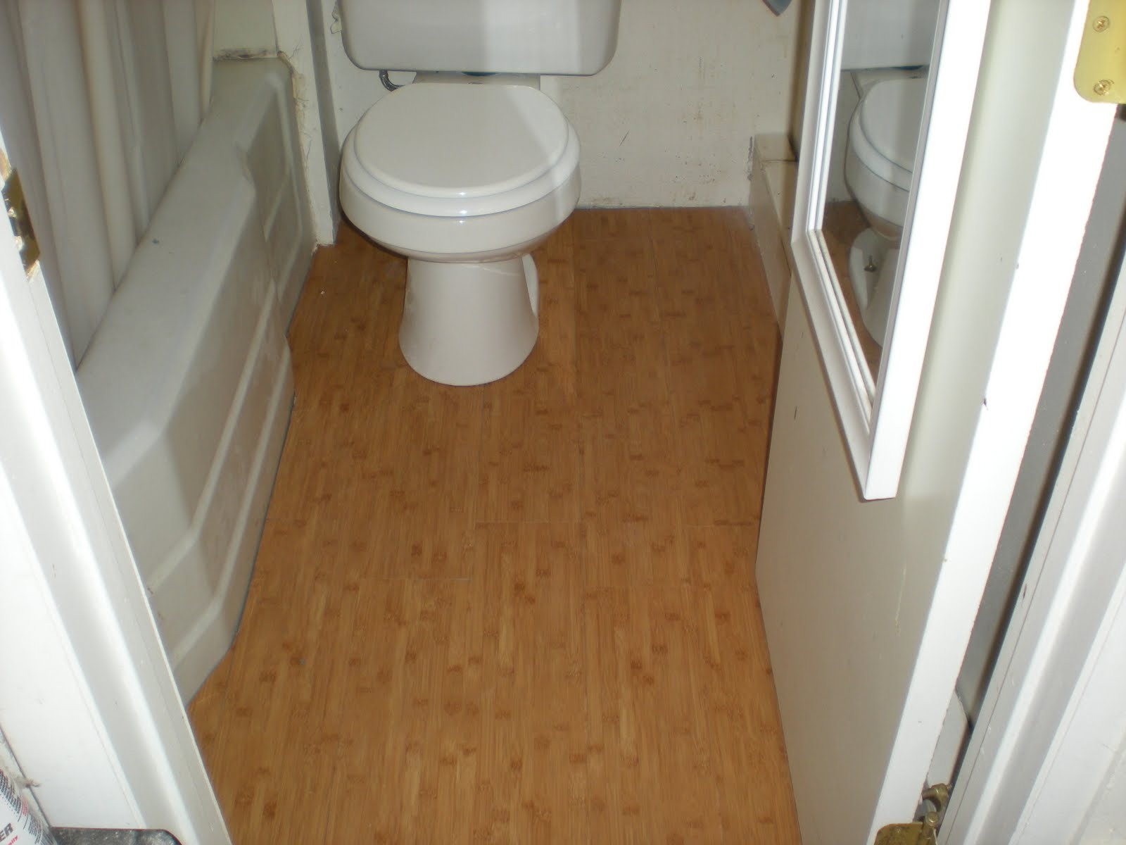 Linoleum bathroom flooring ask home design for Lino flooring for bathrooms
