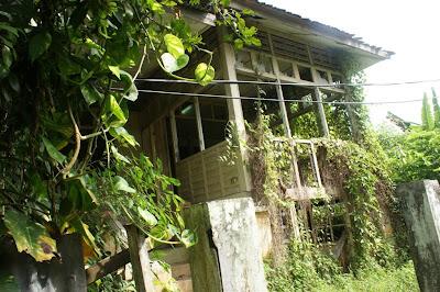 rumah dijual on Hajjah Nab showed me the lane to the late Mak Su Minah's house.