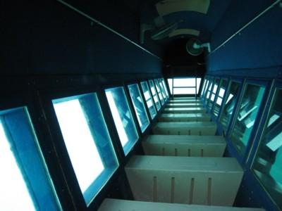 Fasilitas wisata glass bottom boat pulau putri
