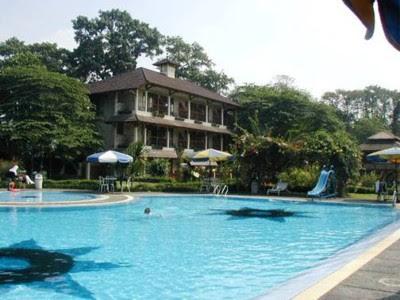http://2.bp.blogspot.com/_V3M6m3vAmQs/RtDuBZmib9I/AAAAAAAACUs/qmDo7pF_ZMg/s400/taman+sari+hotel+swimming+pool.jpg