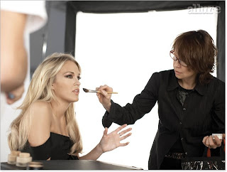carrie+underwood+allure Carrie Underwood Is Just Like Us: Shes a Makeup Junkie!