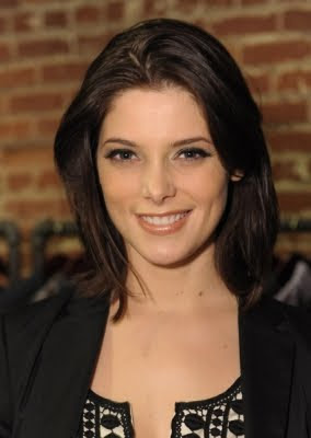 ashley+greene+short+hair What A Difference A Day Makes: Ashley Greene Lets Her Hair Down