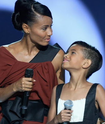 jada+pinkett+and+willow+smith Willow Smiths Rihanna Hairstyle