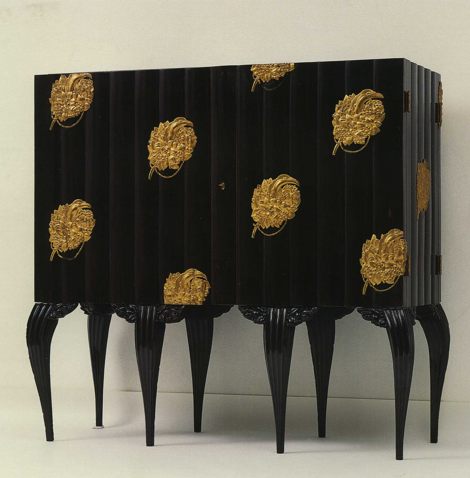 textiles of fin de si cle vienna dagobert peche. Black Bedroom Furniture Sets. Home Design Ideas