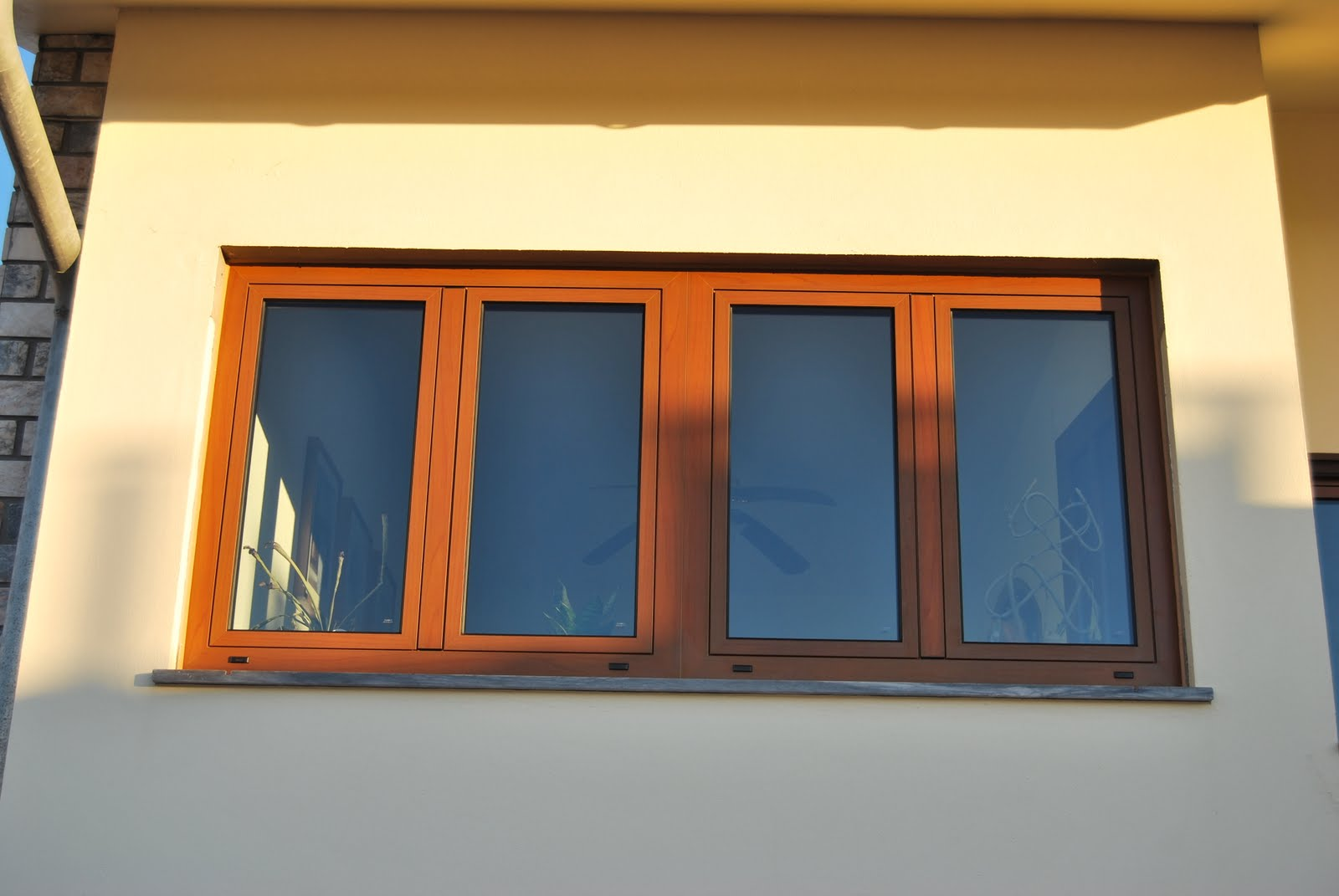#C69905 acabamento e tratamento termolacado efeito madeira. 18 Janelas De Vidro Com Madeira