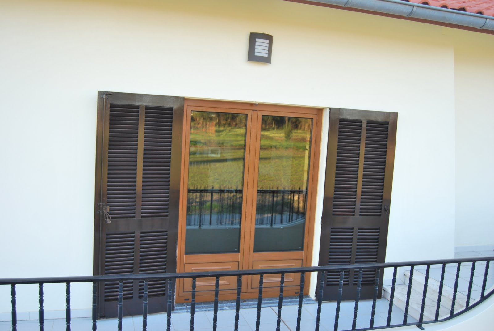 #376794 casa com janelas: Substituição madeira por alumínio ruptura  56 Janelas De Vidro Duplo Brasil