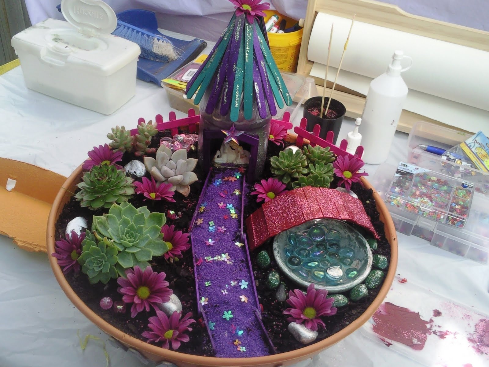 Kids love craft fairy garden for Craft ideas for fairy gardens