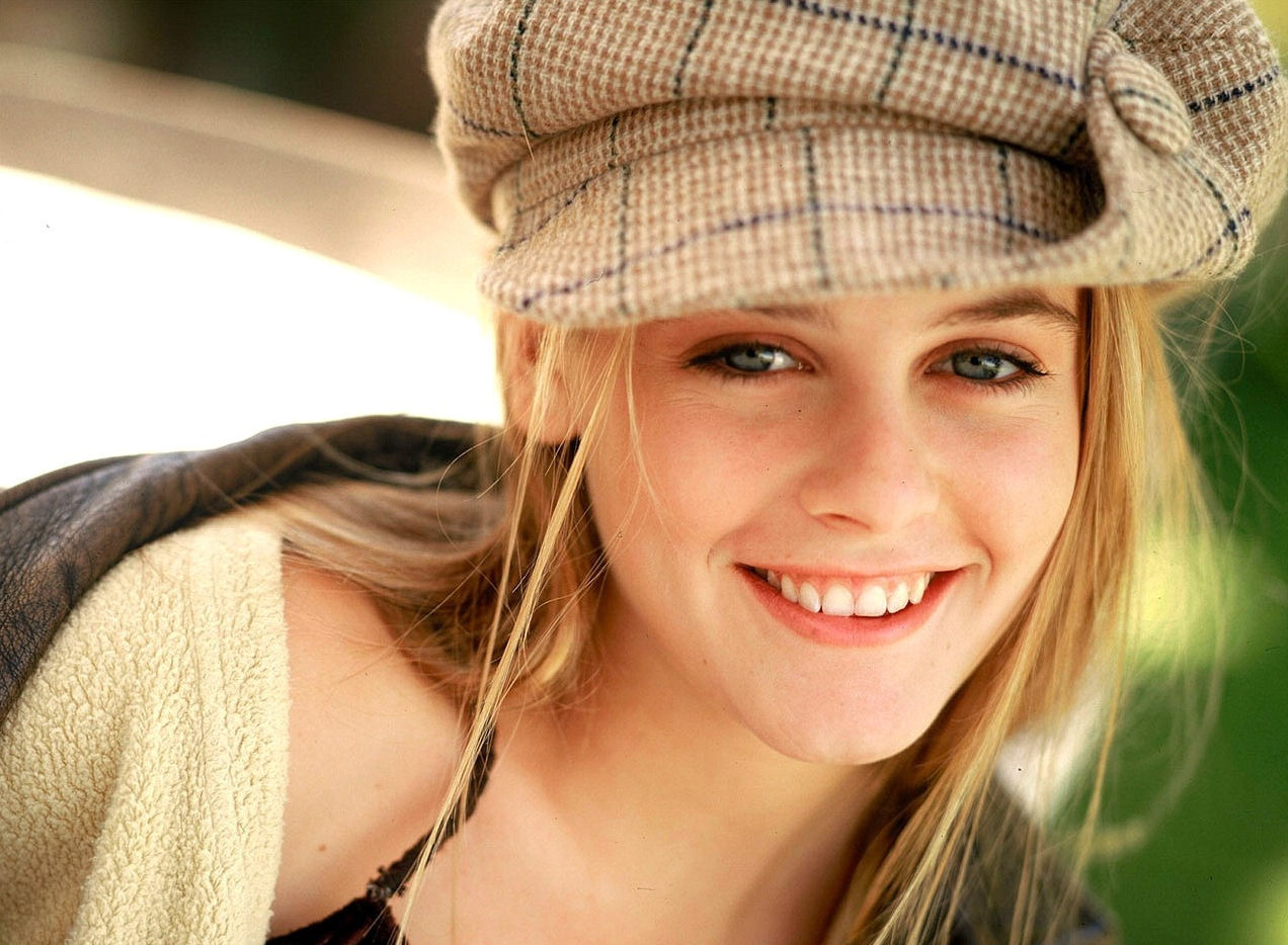 http://2.bp.blogspot.com/_VBWYS49PYAY/TUd5wucjCTI/AAAAAAAAAP8/tcDZgzfrnkQ/s1600/actress_Alicia+Silverstone.jpg