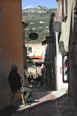 narrow passage Eze