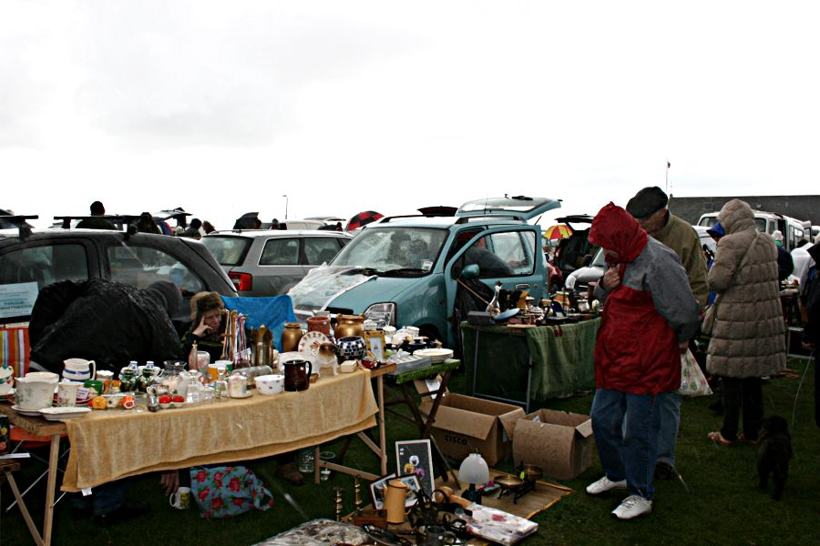 flea market, car boot sale, cold and wet