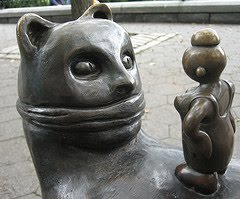 Sculpture of a gagged cat by Tom Otterness