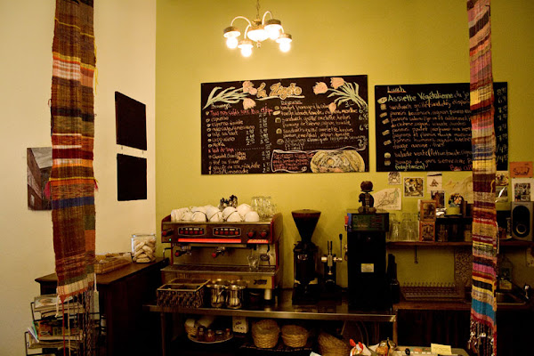 'cafézosha' counter area