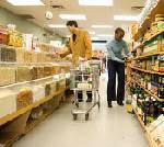 IR couple shop for groceries....