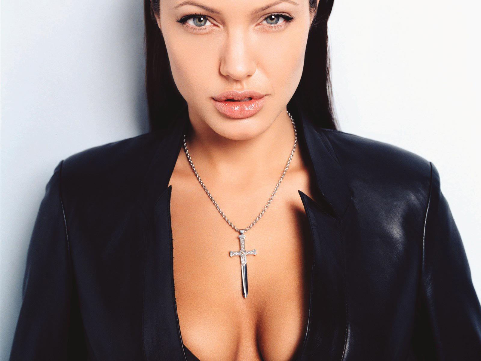 http://2.bp.blogspot.com/_VIa4R7c3Y7o/Swv1CODkLNI/AAAAAAAABY4/z0YNHTCAEkA/s1600/Angelina+Jolie+037.jpg