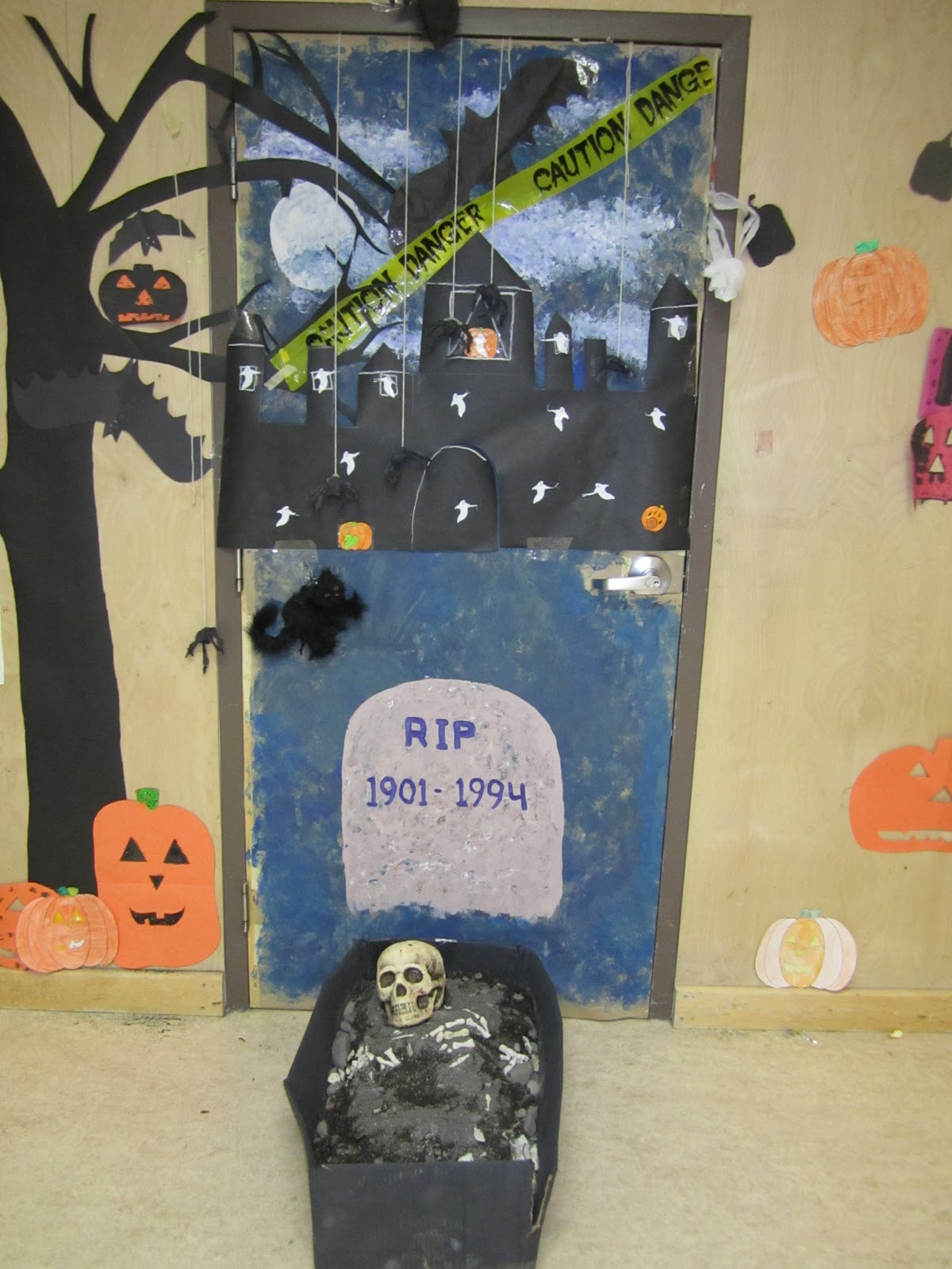 Halloween Door Decorating Contest  Viewing Gallery ~ 101454_Halloween Decorating Contest Ideas