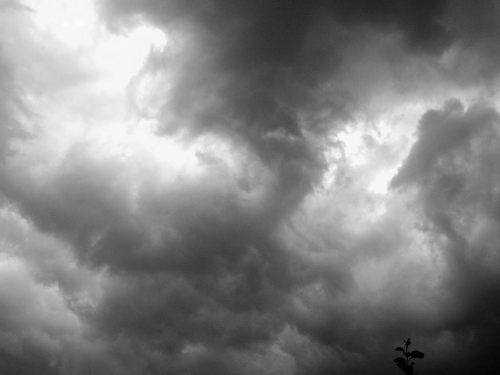 http://2.bp.blogspot.com/_VQTwzalrjQA/TMCRshgRQeI/AAAAAAAABjU/F2nNmYMI8EU/s1600/dark-clouds.jpg