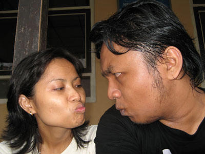 http://2.bp.blogspot.com/_VRO_0_tT1sQ/TNloFspevKI/AAAAAAAAAdE/UvIAo3wQELk/s1600/ciuman-yang-aneh.jpg