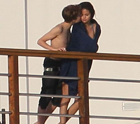 justin bieber and selena gomez dating confirmed. pictures 2010 Justin Bieber
