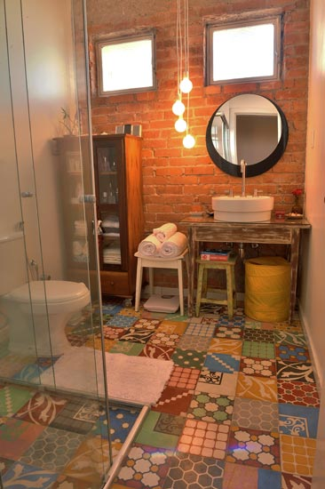 Redecore outras id ias para usar azulejos antigos for Azulejos para patios interiores