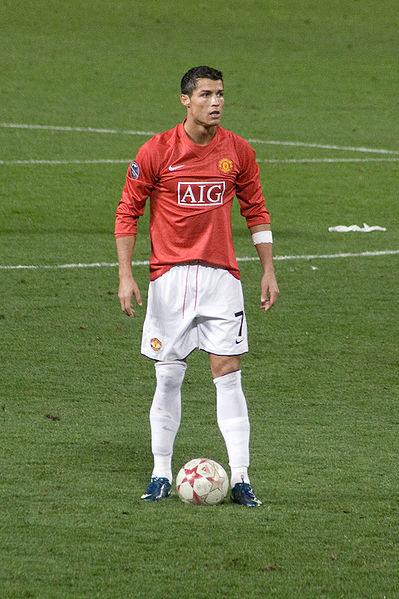 Pemain Bola Dengan Tendangan Bebas Mematikan