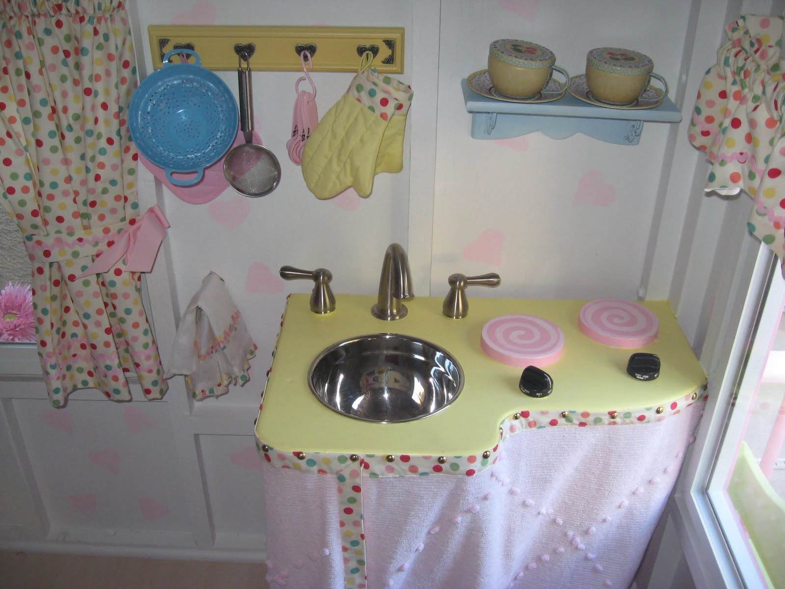 Playhouses ideas little girls pretty playhouses plays for Playhouse interior designs