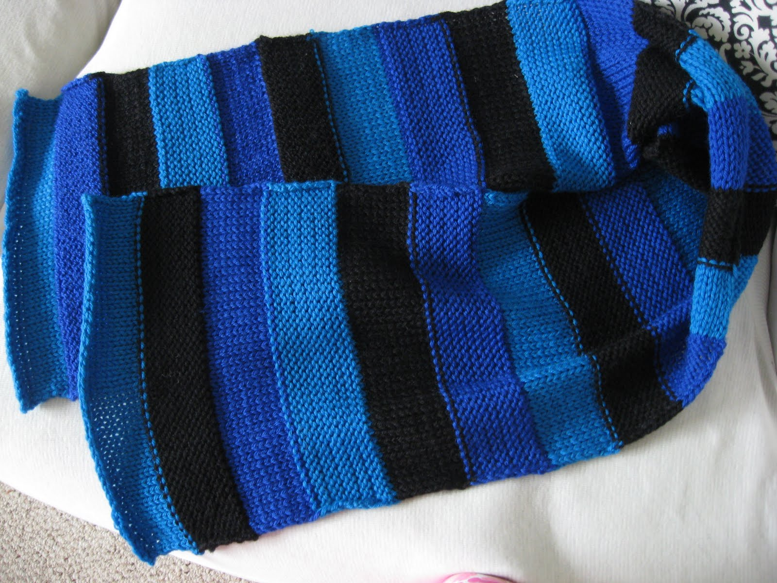 Knitting Machine Scarf Pattern : *+*MaGic PiXie KniTteR+*+: Not on a Rolll- Knitting Machine Scarf