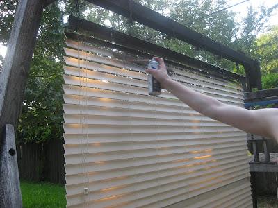 frugal home ideas spray painting blinds. Black Bedroom Furniture Sets. Home Design Ideas