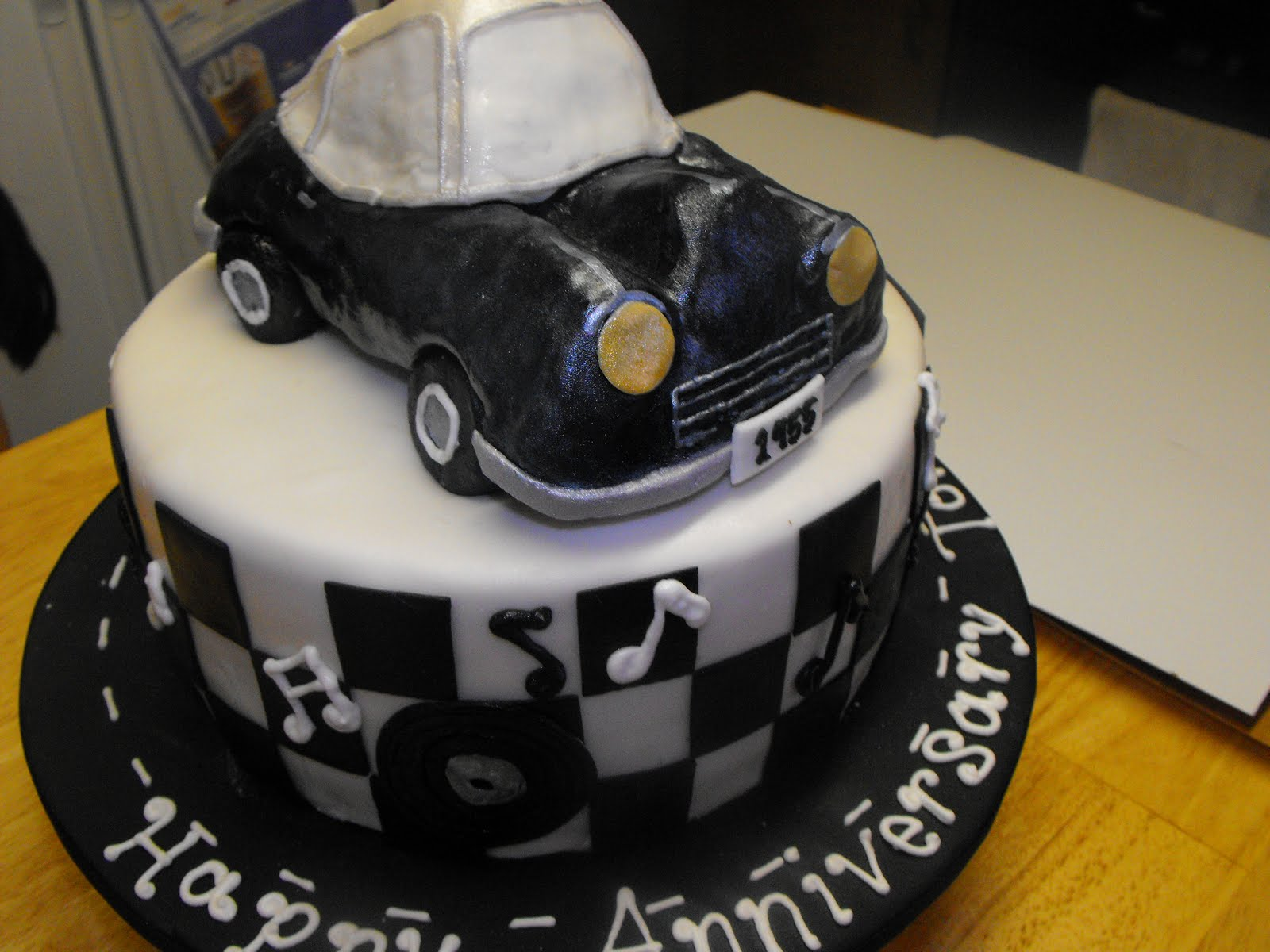 1950 Theme Cake http://sophiascakery.blogspot.com/2010/06/black-and-white-1950s-themed-cake-for.html