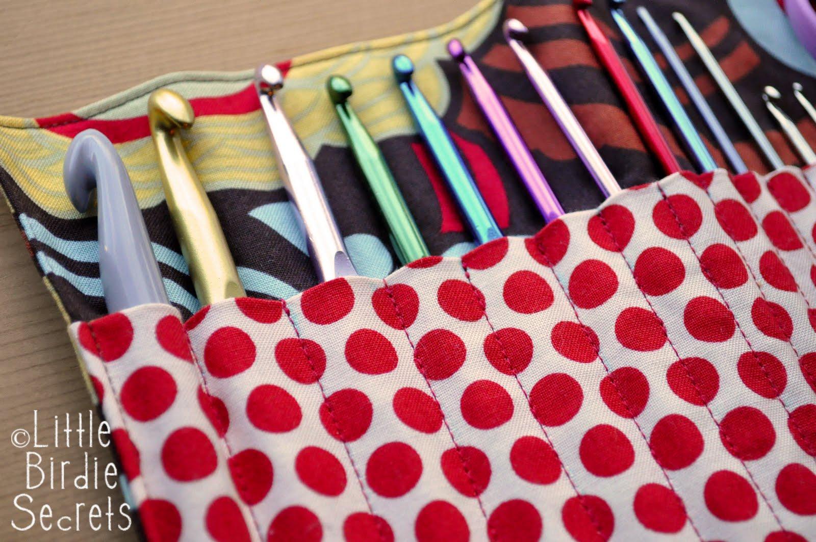 crochet hook clutch tutorial {get organized} | Little Birdie Secrets