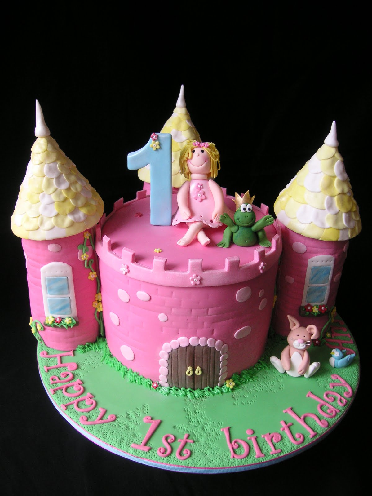 Easy Castle Cakes for Girls http://justcallmemarthaa.blogspot.com/2010/10/castle-cake.html