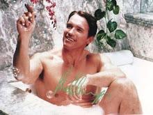 Arnold enjabonándose las bolitas