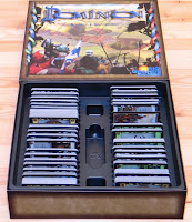 Vnitřek krabice s uloženými kartami