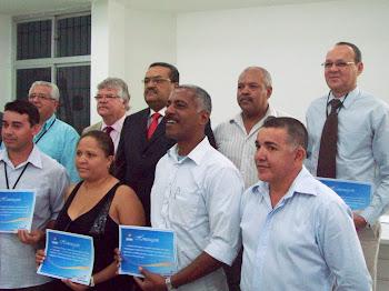 Pr. José da Guia é homenageado com os coordenadores que integram a SDS/PE na sede do Sind. PF.